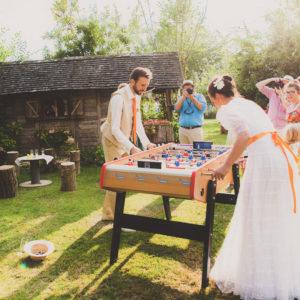 Baby Foot de bar avec les mariés qui jouent